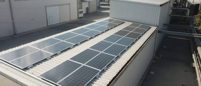 Su Tasfiye Çatısında Güneş Enerji Sistemi Devreye Alındı